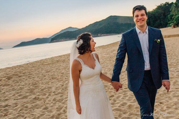 Casamento na Praia de Tainá e Rubens